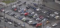 Parkowanie przy ulicach psuje miasto