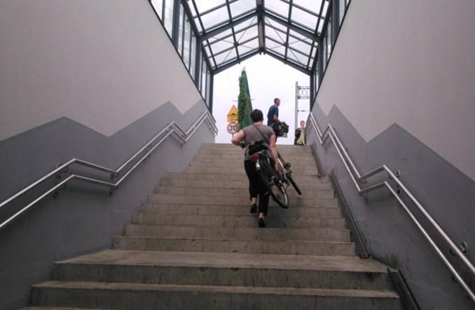 Absurdalna szyna rowerowa. Kolejarze narzekają… na kulturę rowerzystów