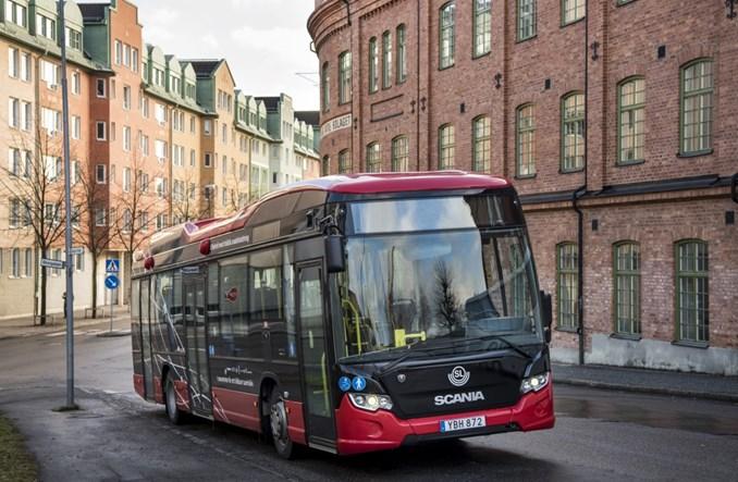 Autobus ładowany indukcyjnie w Szwecji