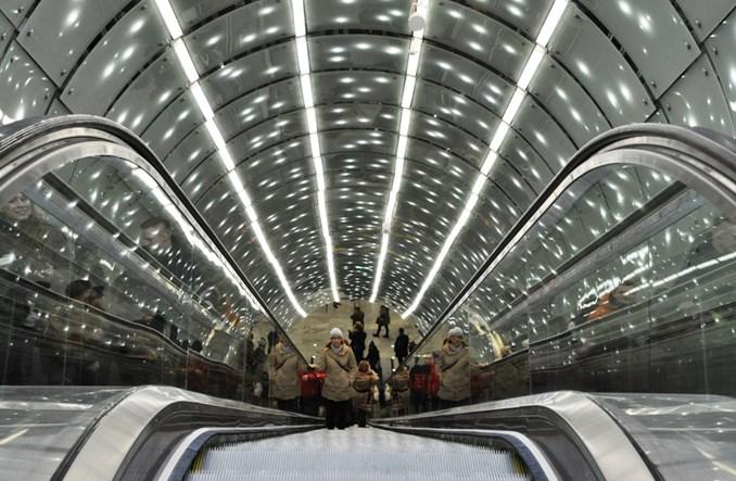 Metro: Schody na nowej linii długo nieruchome. Jedne od sierpnia