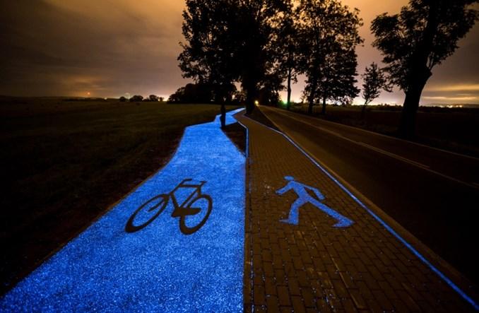 Otwarto pierwszą w Polsce świecącą drogę rowerową