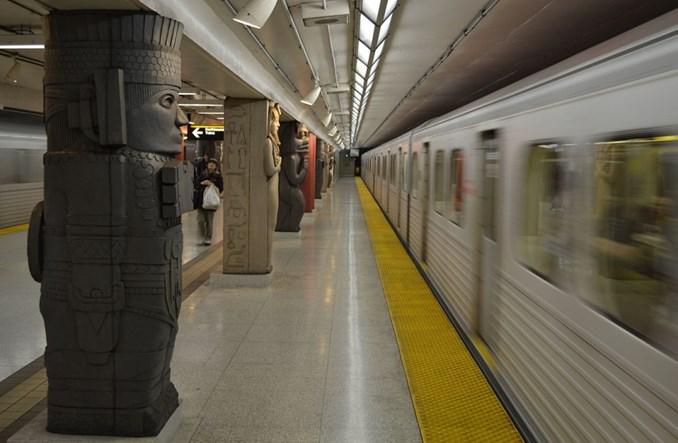 W Toronto tramwaj przegrał z metrem