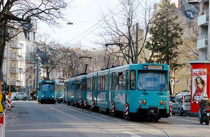 Frankfurt nad Menem: Metro w ruchu ulicznym