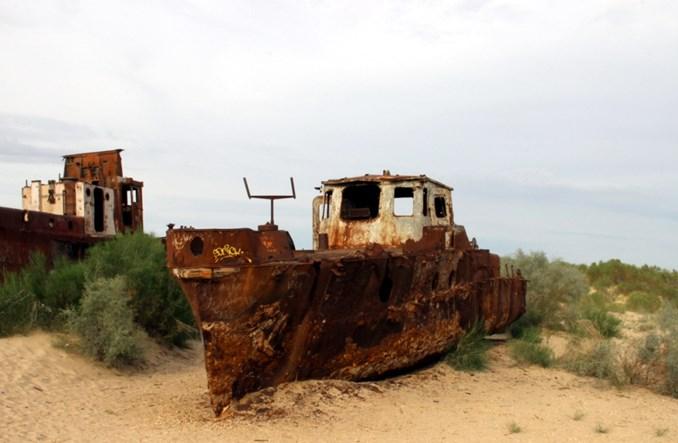 Uzbekistan: Port, z którego odeszło morze