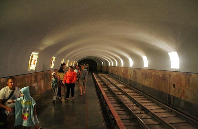 Wąskotorowym metrem wgłąb pieczary