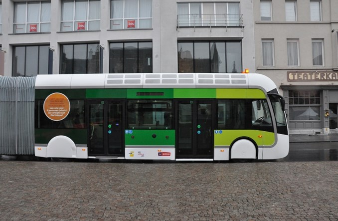 Belgijskie Kortrijk z tramwajem albo autobusem. Testowali Van Hoola