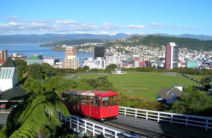 W Wellington autobus wygrał z szyną