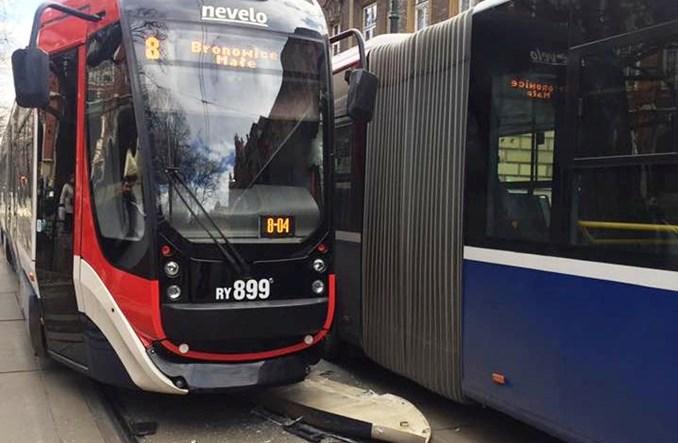 Kraków: Nevelo po wypadku z autobusem